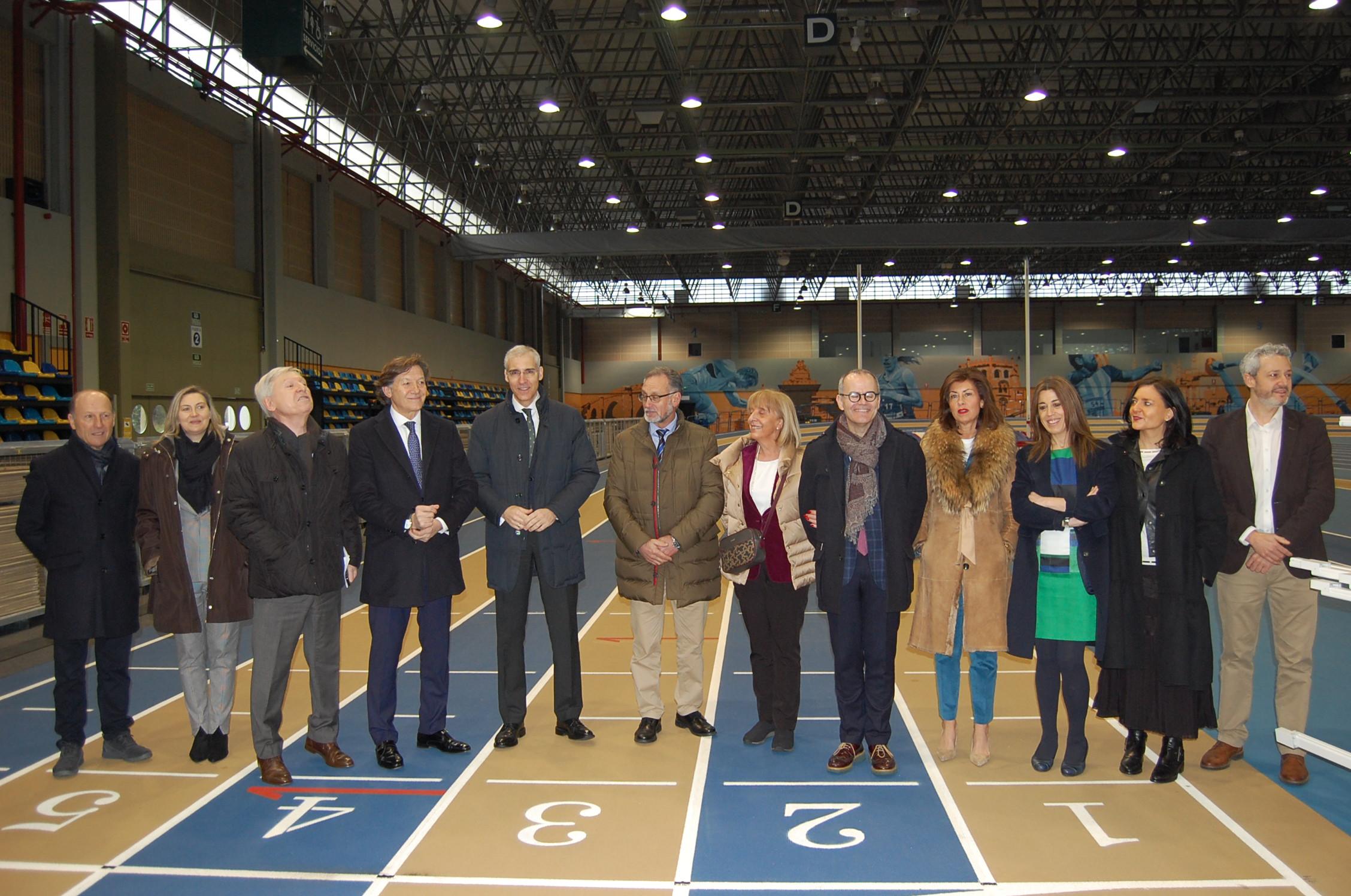 Visita á pista cuberta de Ourense